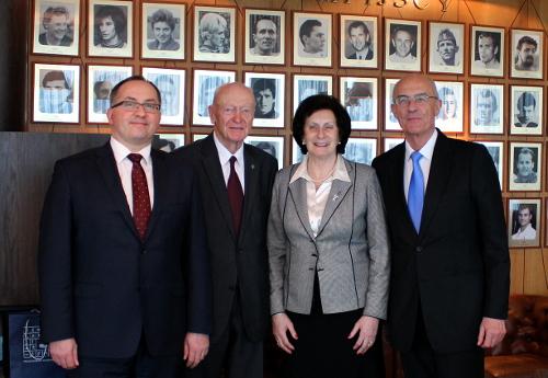Na zdjęciu odlewej: Grzegorz Bachański, Kajetan Hądzelek, Irena Szewińska, Lubomir Kotleba/Fot.: PZKosz